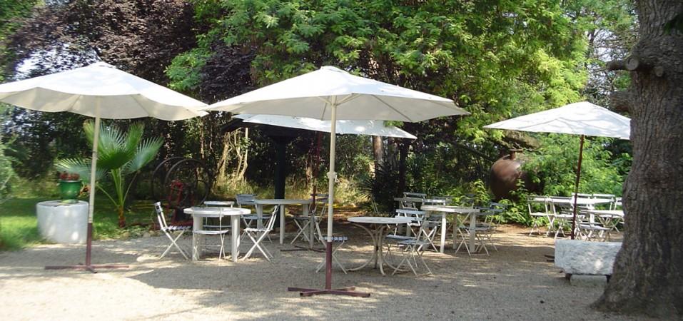 Le soleil, la fraîcheur et le calme à l'abri sous les parasols !